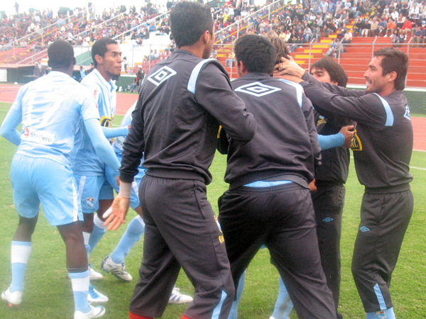 FECHA 13. Alejandro Frezzotti anotaba el empate ante San Martín. El equipo celeste sufrió pero sacó un punto. (Foto: José Salcedo / DeChalaca.com)