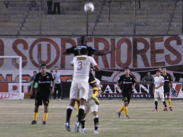 FECHA 13. Julio Caicedo fue fundamental para que Cobresol pudiera imponerse en el Monumental ante Universitario. (Foto: Wagner Quiroz / DeChalaca.com)