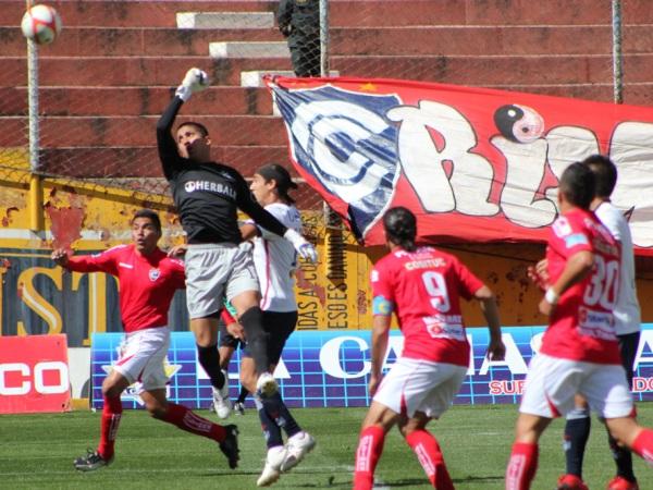 Ricardo Farro supo mantenerse constante en el arco de San Martín aún en el peor momento del cuadro santo. (Foto: diario del Cusco)