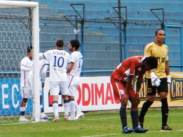 FECHA 15. Una nueva goleada de San Martín en el campeonato. Esta vez la víctima fue Inti Gas, que cayó 5-0 ante el cuadro albo que escalaba posiciones. (Foto: Wagner Quiroz / DeChalaca.com)