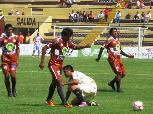 FECHA 16. Inti Gas sorprendió a León con un 2-1 a favor en el propio Huánuco. El conjunto 'crema' decepcionó a su público. (Foto: Jesús Suárez / DeChalaca.com)