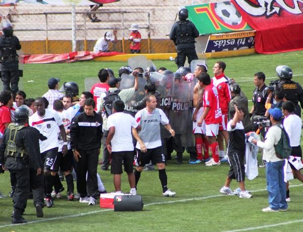 FECHA 17. Melgar lograría conseguir por primera vez dos victorias consecutivas cuando se impuso en calidad de visitante 2-3 ante Cienciano.  Edson Aubert sería el valor más alto de la escuadra arequipeña. (Foto: Diario del Cusco)