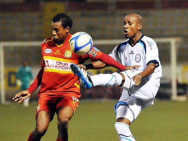 FECHA 19. Tras varias derrotas, César Vallejo supo responder ante su público y ganó por 2-0 al peligroso Sport Huancayo. (Foto: diario La Industria de Trujillo)