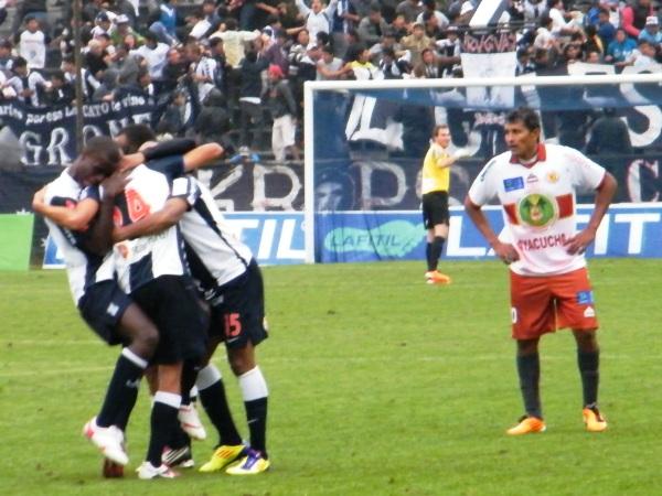 FECHA 20.  Los victorianos continuarían con su racha triunfal derrotando 4-2 al Inti Gas. (Foto: Wagner Quiroz / DeChalaca.com)