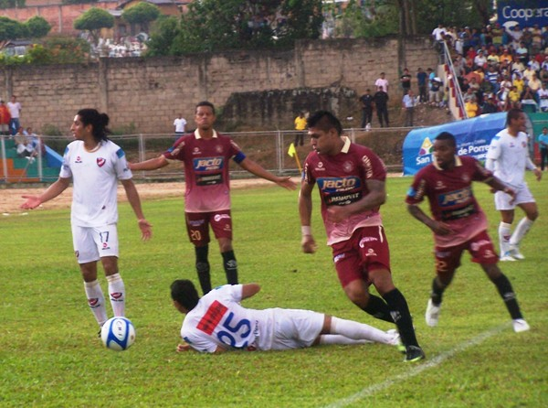 FECHA 21. León de Huánuco le hizo un gran partido a CNI y lo derrotó por 3-2. (Foto: Revista Gol de Oro)