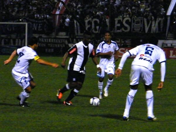 FECHA 22. César Vallejo visitó a Alianza Lima y, a pesar que dio pelea, cayó derrotado 2-1 ante los blanquiazules. (Foto: Wagner Quiroz / DeChalaca.com)