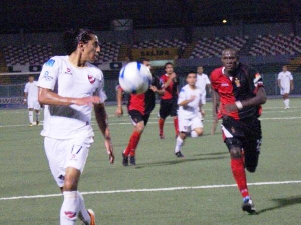 El colombiano Leonardo Castro rindió poco en el fútbol peruano donde tuvo poca cabida en Alianza y terminó perdiendo la categoría con CNI (Foto: Fernando Hererra / DeChalaca.com)