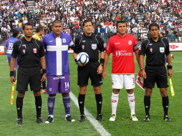 Víctor Hugo Carrillo, con el encuentro de ida de la final bajo su cargo, se convierte en el árbitro que más veces dirigió un partido entre Aurich y Alianza (Foto: José Salcedo / DeChalaca.com)
