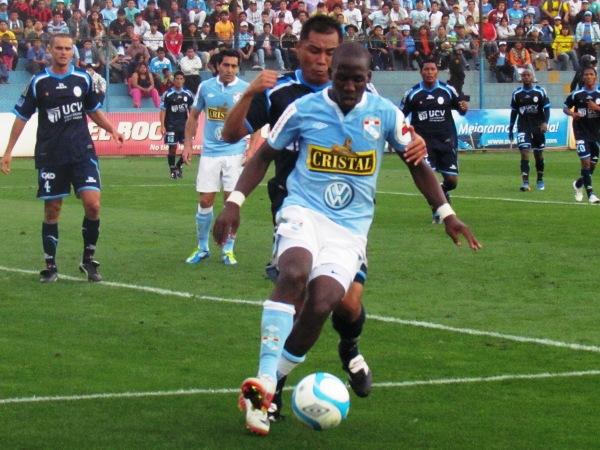 FECHA 24. César Vallejo no pudo sostener una ventaja inicial en el San Martín y terminaría cayendo 2-1 ante Cristal. (Foto: José Salcedo / DeChalaca.com)