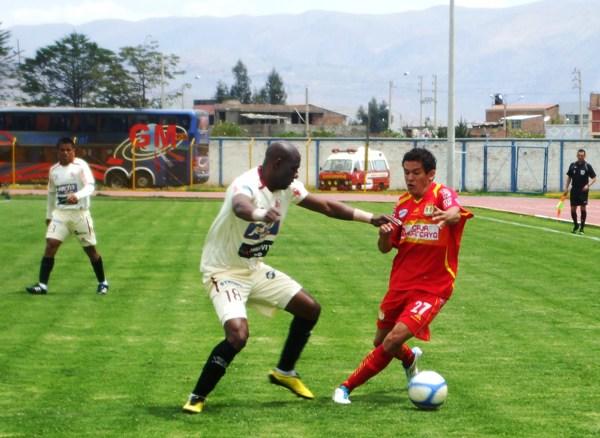 FECHA 24. Caída ante Sport Huancayo por 1-0. León de Huánuco trató de forzar el empate pero Sport Huancayo logró el gol requerido para ganar. (Foto: diario Primicia de Huancayo)