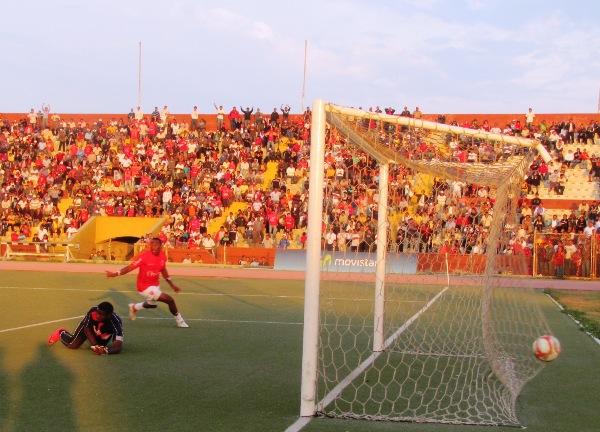 MARCA LA DIFERENCIA.Tejada , a los 84 minutos, le permitió al 'Ciclón' conseguir el 2-1 sobre Alianza Atlético. (Foto: diario La Industria de Chiclayo)