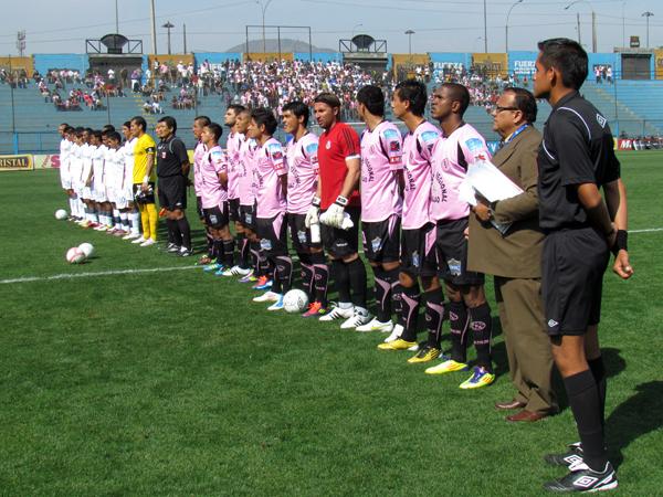 BOYS READY. San Martín y Sport Boys se presentan ante el público que llegó al San Martín de Porres para ver el encuentro. (Foto: José Salcedo / DeChalaca.com)