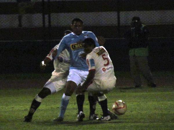 ASHORADO. José Shoro tuvo una buena actuación mientras estuvo en el campo de juego. El '9' anotó tres goles, pero uno fue mal anulado. (Foto: José Salcedo / DeChalaca.com)