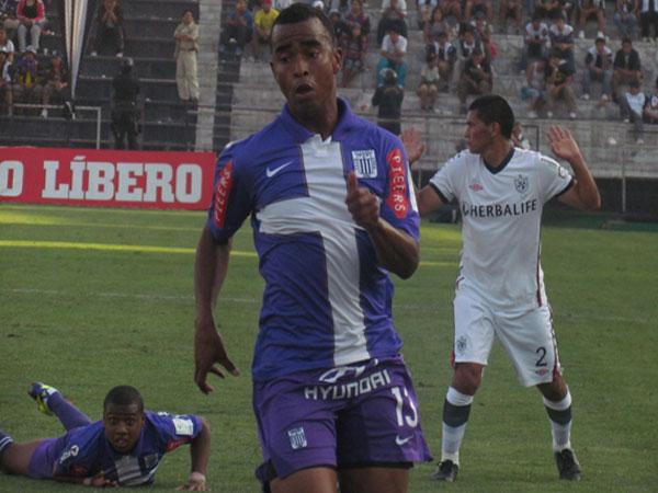 CORRIENDO A SU DESTINO. Un partido trabado pero Alianza Lima mejor parado. Rumbo a la final y ya instalado en la Copa Libertadores 2012. (Foto: José Salcedo / DeChalaca.com)