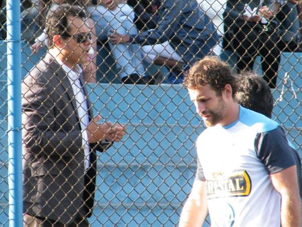 ¿QUÉ ESTÁS HACIENDO? El 'Lobo' Juan Diego Gonzales-Vigil parecía pedir una oportunidad a Reynoso para tentar el empate ante el 'Ciclón'. (Foto: Wágner Quiroz / DeChalaca.com)