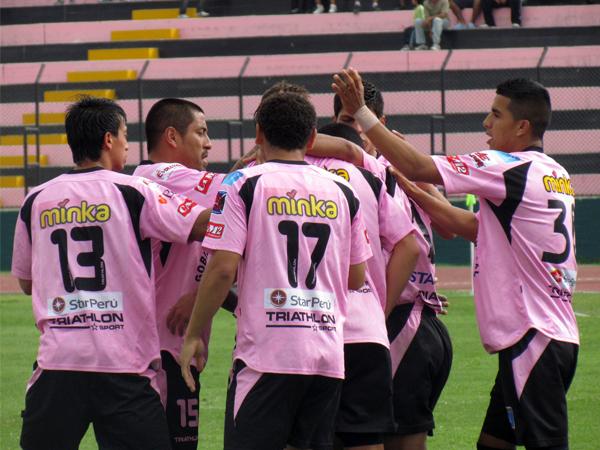 DE MANER RÁPIDA. Un tiro libre efectuado por Michael Guevara provoca el autogol de Jorge Araujo. Sport Boys celebraba. (Foto: José Salcedo / DeChalaca.com)
