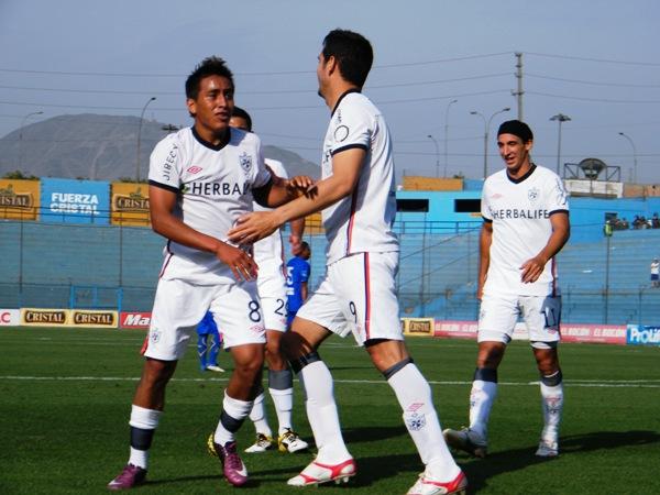 ¡SANTOS GOLES! Cueva y Arriola se hicieron presentes en el marcador en la goleada de los albos antes Alianza Atlético. (Foto: Wagner Quiroz / DeChalaca.com)