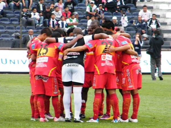 UNIDOS POR LA COPA. Los jugadores de Sport Huancayo quieren hacer historia más allá de los clubes en los que puedan caer en el próximo año. Ellos quieren la Libertadores para Huancayo. (Foto: Wágner Quiroz)