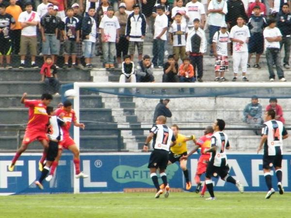 BIEN ARRIBA. Sport Huancayo era superior a Alianza en el juego y pudo traducirlo en el marcador con un cabezazo de Ortiz. (Foto: Wágner Quiroz)