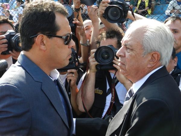 FRIALDAD. Juan Reynoso escuchaba atentamente las palabras de Aníbal Ruiz. (Foto: Abelardo Delgado)