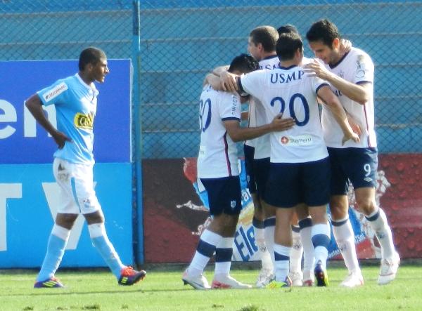 PRIMERO. carlos Marinellí pondría el primer gol del partido con un potente izquierdazo. (Foto: Abelardo Delgado)