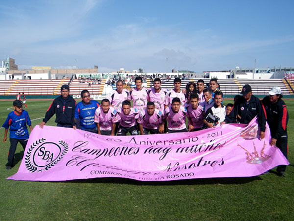 TIMBA ROSADA. Sport Boys salía dispuesto a dejar su mejor juego en el campo del Miguel Grau. (Foto: Wagner Quiroz / DeChalaca.com)