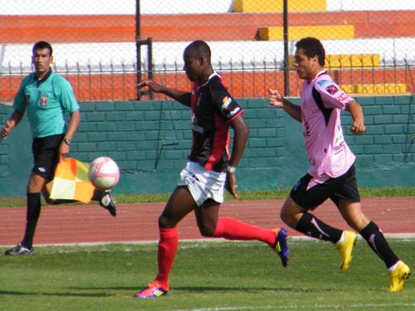 NO LA HACE. El ex 'Jotita' Christian La Torre no logra encontrar su mejor forma en Sport Boys, luego de campeonar la Libertadores sub 20. (Foto: Wagner Quiroz / DeChalaca.com)