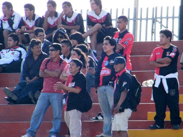 HELADOS. Los hinchas de Melgar lucían desconsolados luego del gol de Sport Boys. (Foto: Wagner Quiroz / DeChalaca.com)