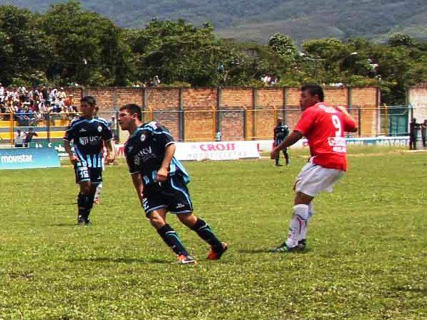 SIEMPRE PRESENTE. Roberto Jiménez anotó cerrando el partido para su equipo, pues ya empezaban a sufrir en defensa ante Vallejo. (Foto: Revista Alto Mayo)
