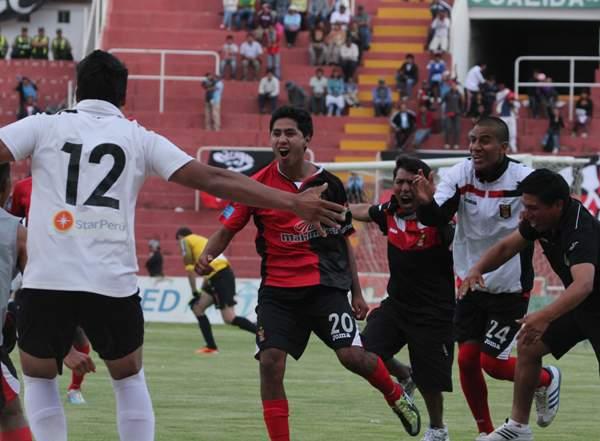 LA HORA LOCA. Los integrantes de Melgar se volvieron locos tras el 3-2. (Foto: Diario El Pueblo de Arequipa)