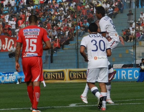 SEÑOR GOL. Cueva abrió el marcador para los santos con un soberbio gol. (Foto: Abelardo Delgado / DeChalaca.com)