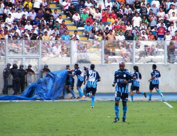 NÚMEROS EN AZUL. Los jugadores de Vallejo celebraron de esta manera el 1-1.(Foto: Wagner Quiroz / DeChalaca.com)
