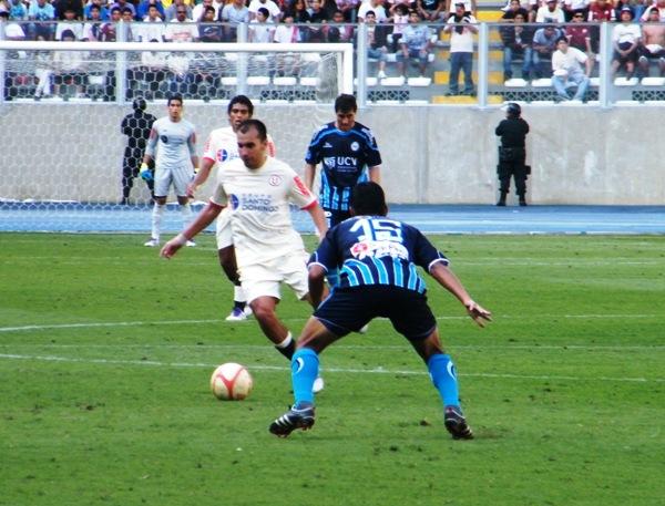 MOTOR A MEDIA MÁQUINA. Si bien no lució, Torres mostró un rendimiento prolijo. (Foto: Wagner Quiroz / DeChalaca.com)