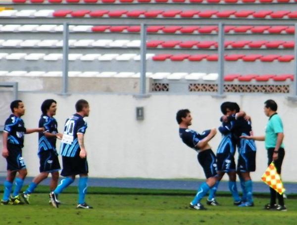 TENÍAN QUE CELEBRARLO ASÍ. El tanto de Aponte en el último minuto fue celebrado alocadamente por los jugadores de Vallejo. (Foto: Wagner Quiroz / DeChalaca.com)
