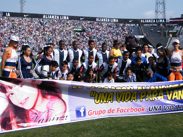 HORA DE VICTORIA. Alianza Lima quería regalarle a su gente el primer lugar de la tabla en el final del campeonato. (Foto: Wagner Quiroz / DeChalaca.com)