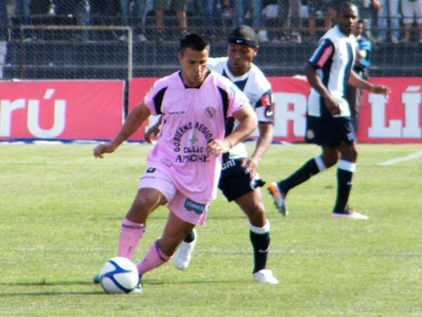 APROVECHANDO EL MOMENTO. Juan Jayo estaba con las pilas puestas y comenzaba a presionar en la marca. (Foto: Wagner Quiroz / DeChalaca.com)