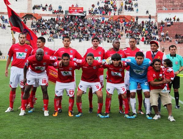 ONCE DEL VIEJO. Este fue el equipo que mandó Carlos Daniel Jurado al gramado del Garcilaso de la Vega. (Diario del Cusco)
