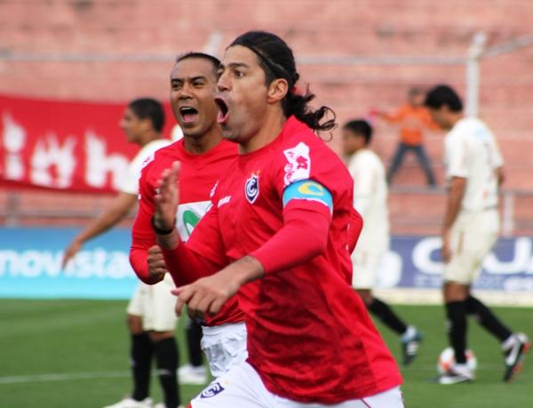 LA EXPERIENCIA EN EL CAMPO. Se enfrentaron dos equipos con promedios altos de edad. Pero eso no discrimina rendimientos. (Diario del Cusco)