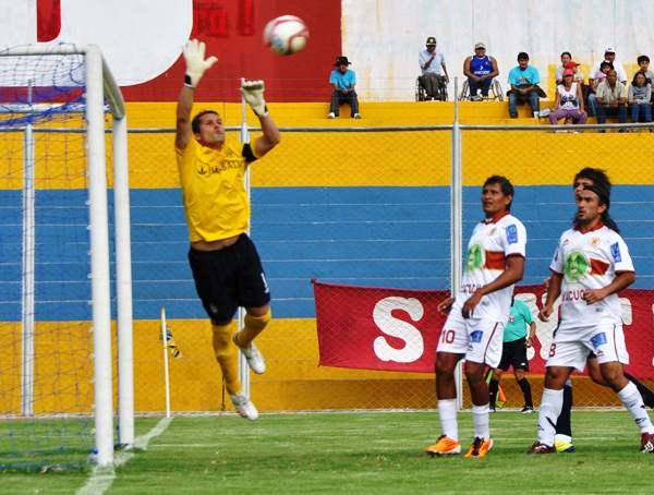VA BIEN. Leao Butrón demuestra que sigue estando en buen nivel. En Ayacucho fue el mejor de su equipo. (El Romántico de Ayacucho)
