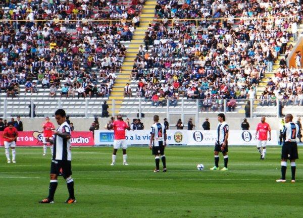 TODO LISTO. Finalmente todo estaba listo luego de tanta controversia, para el inicio del último partido del año en Primera. (Foto: Wagner Quiroz / DeChalaca.com)