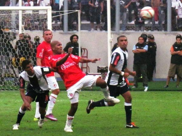 En 2011 Aurich alcanzó su primer título alargando la final con Alianza hasta un partido extra en el Nacional (Foto: archivo DeChalaca.com)