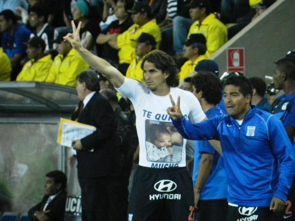 POCO A POCO. José Carlos Fernández y Amilton Prado le comunicaban el tiempo a sus compañeros. (Foto: José Salcedo / DeChalaca.com)
