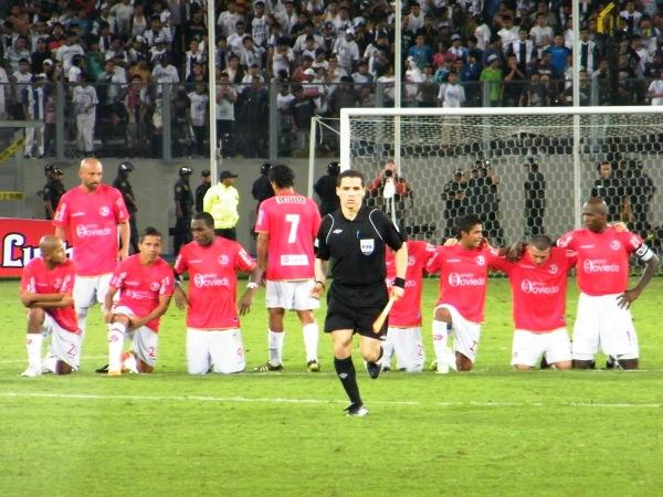 4. PASÓ UN CICLÓN. En Aurich también faltaban piernas, pero confiaban en la calidad de sus jugadores y de Diego Penny. (Foto: Wagner Quiroz / DeChalaca.com)