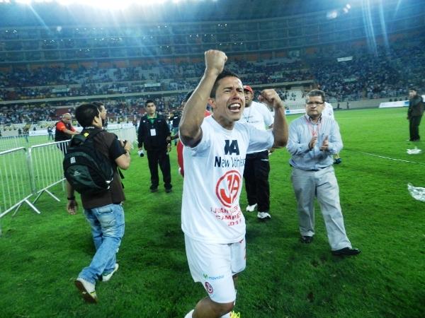 VINO Y CAMPEONÓ. Roberto Merino pegó la vuelta al fútbol peruano y alzó el máximo título. (Foto: José Salcedo / DeChalaca.com)