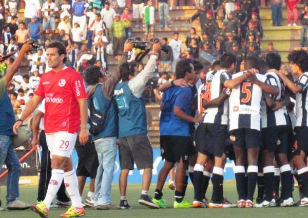 LA MITAD DE LA GLORIA. Alianza Lima venció en Chiclayo y tiene una mano en la Copa. (Foto: José Salcedo / DeChalaca.com)