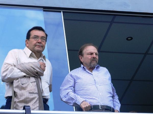 SIN CHAMBA. El ex Premier, Salomón Lerner, llegaba a disfrutar de la segunda Final del Descentralizado. No es nada de 'Yuyo', porsiacaso. (Abelardo Delgado / DeChalaca.com)
