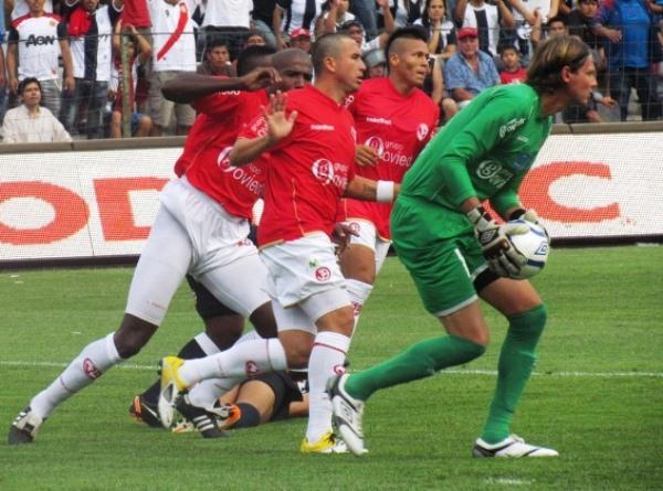 ASEGURA. Diego Penny se mostró muy seguro durante el partido. Sin duda fue una de las figuras de Aurich. (José Salcedo / DeChalaca.com)