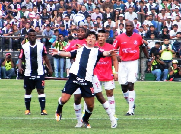 Lo que se disputa en 2011 es sin duda una final, solo que llegó a un tercer partido por una definición extra generada en las bases del torneo (Foto: Wagner Quiroz / DeChalaca.com)