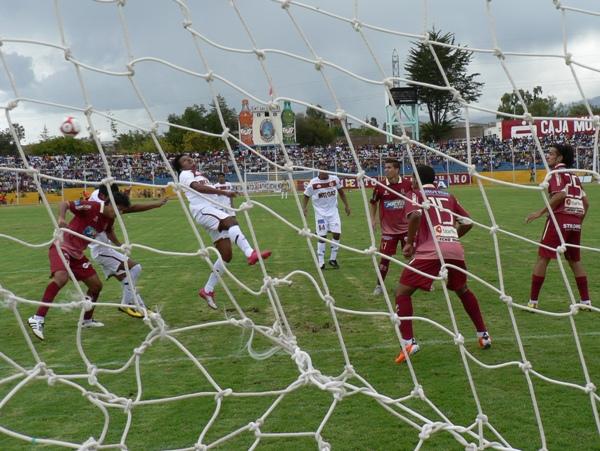 FECHA 1. León de Huánuco empezó de manera difícil el campeonato con un derrota en Ayacucho ante Inti gas. Fue 1-0. (Foto: Ciro Madueño)