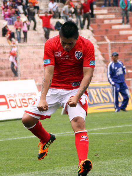 Siendo un jugador acostumbrado a celebrar goles muy de vez en cuando, Crifford Seminario festejó con todo el doblete que consiguió en el regreso de la San Martín al fútbol (Foto: José Carlos Angulo)